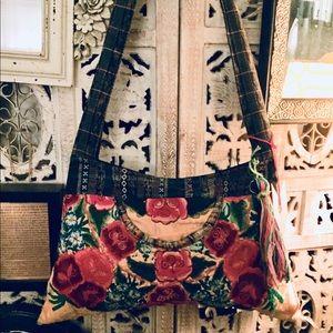 Handbags - Embroidered handmade 👛🎃👍🏼💋💜❤️🧡